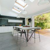 Grande cuisine de 28m2 ouverte sur une terrasse